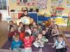 Spotkanie przedszkolaków z bibliotekarką w oddziale I